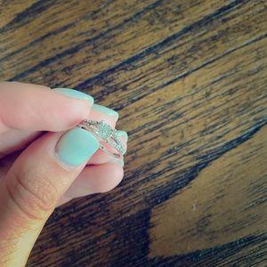 1/8 ct tw diamond promise ring